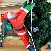 Новогодняя Фигурка Деда Мороза Shine Santa (Санта Клауса) 120 см на лестнице